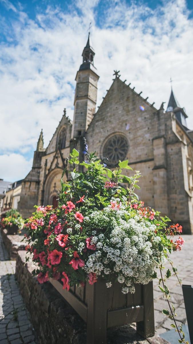 église bretagne fleurs morbihan