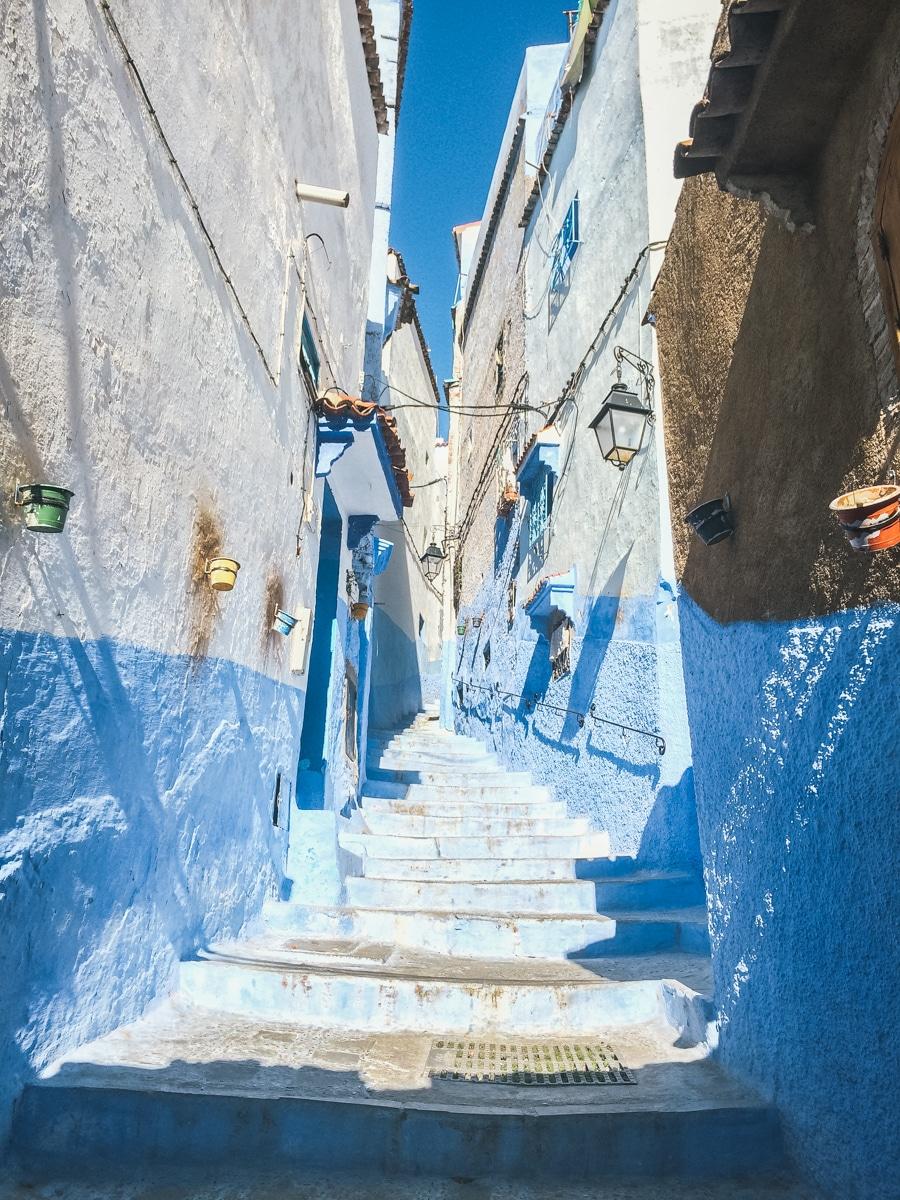 ruelle escalier bleu chefchaouen