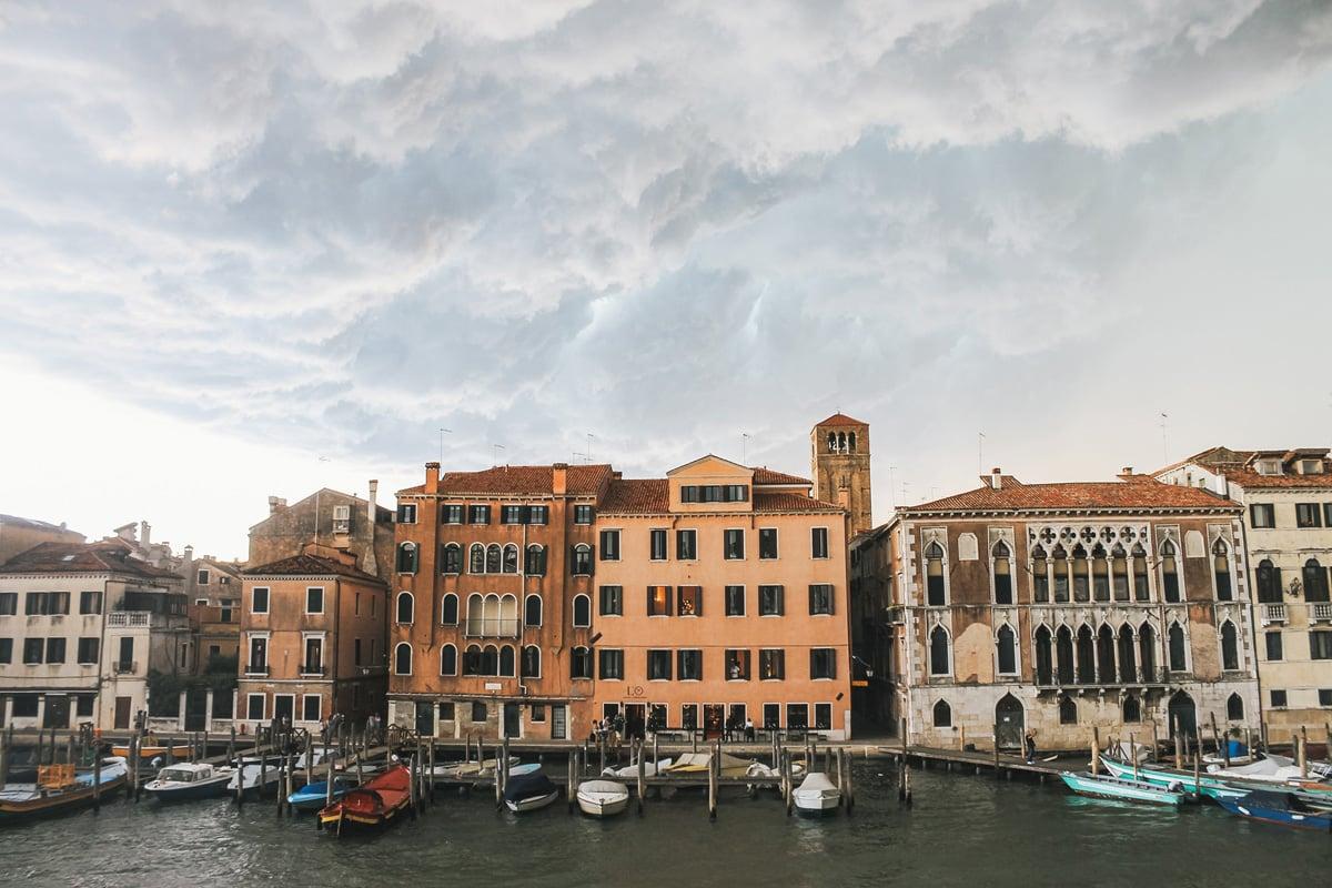 canal bateau orage venise