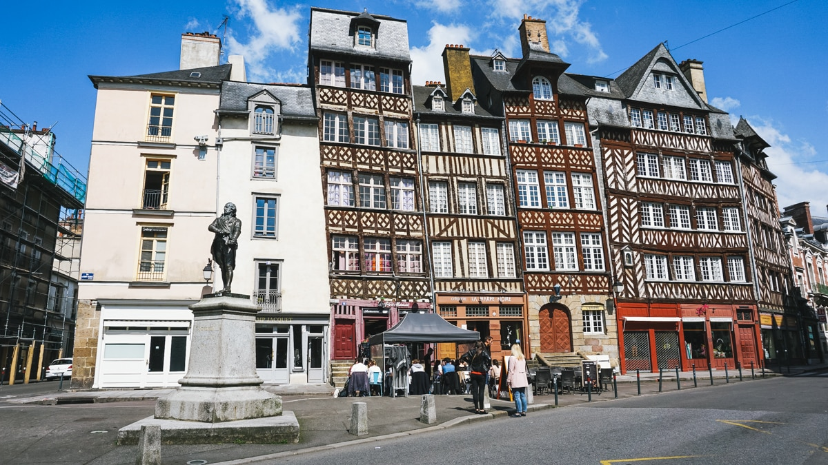 place statue colombage rennes