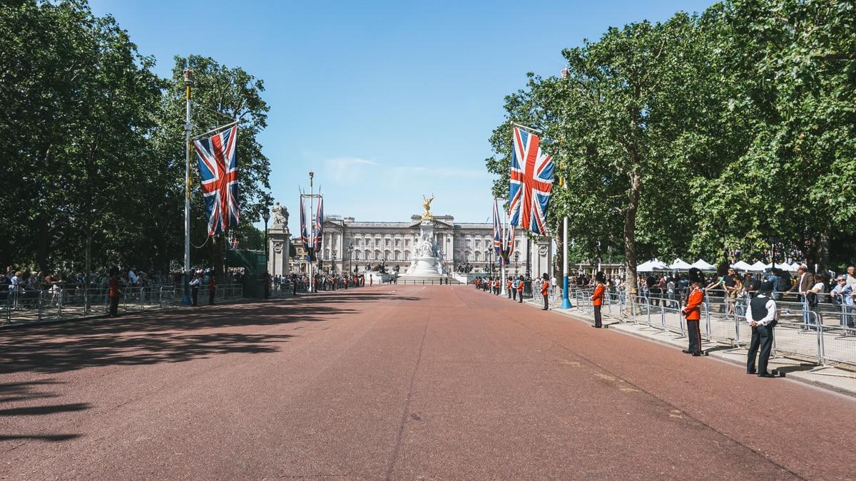 palais drapeaux soldat londres