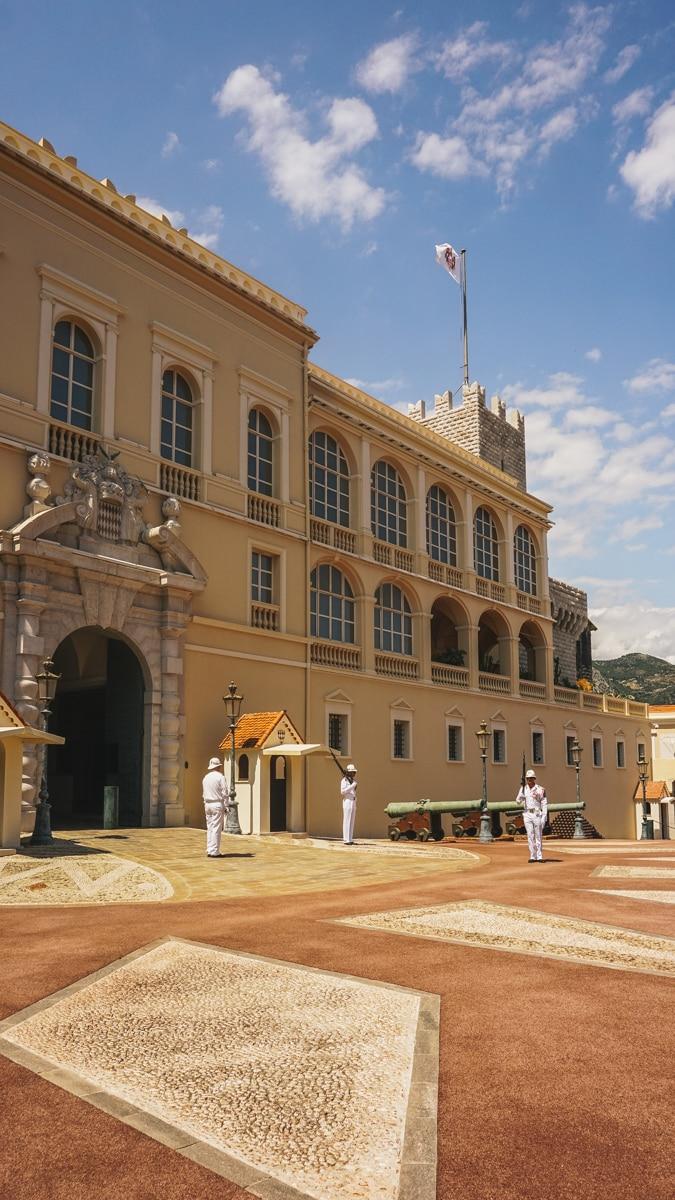 palais gardes monaco cote azur