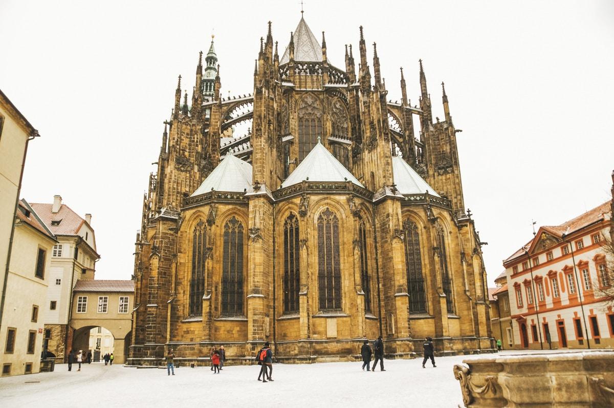 cathédrale prague neige