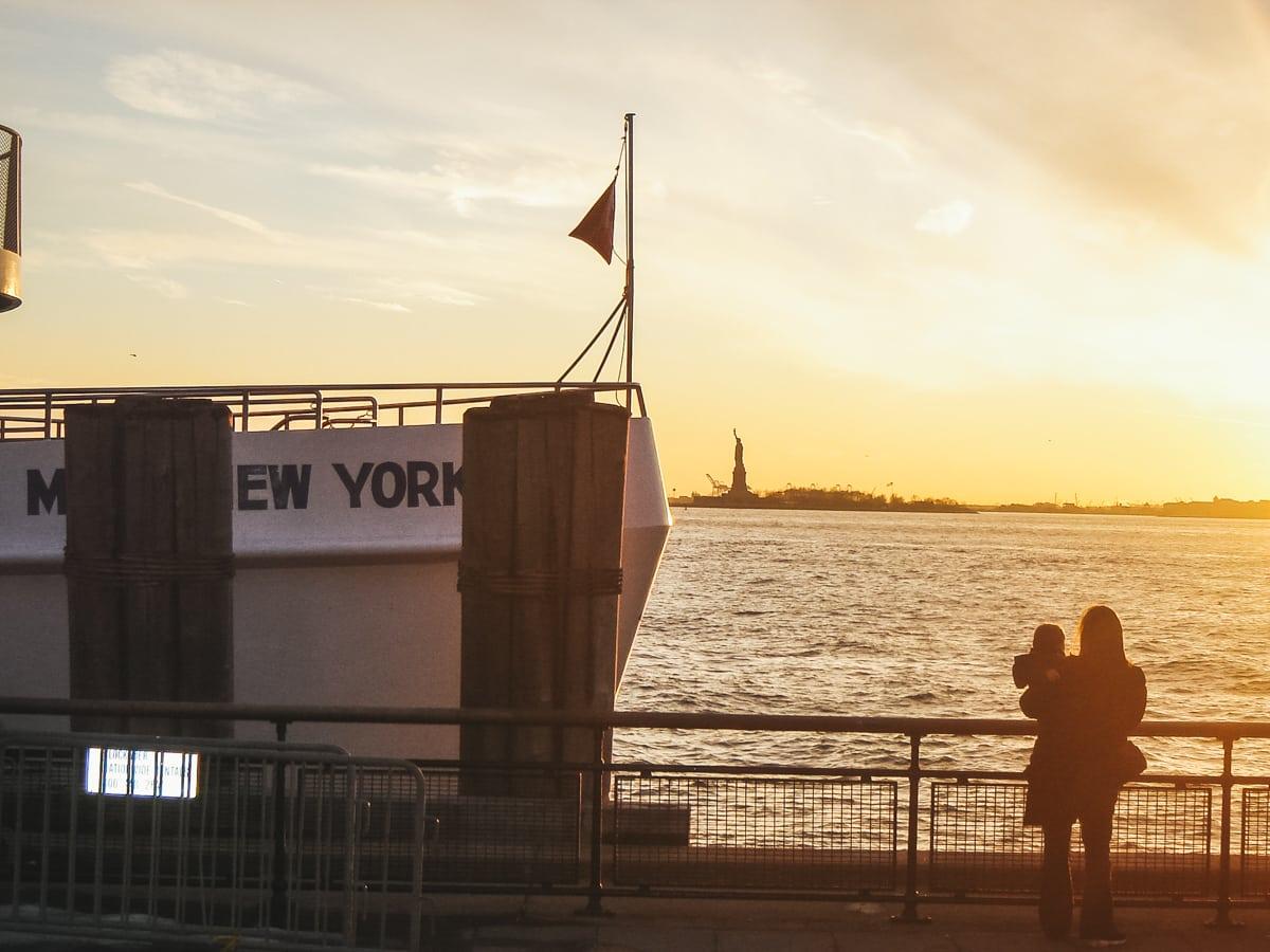 bâteau mer statue new york