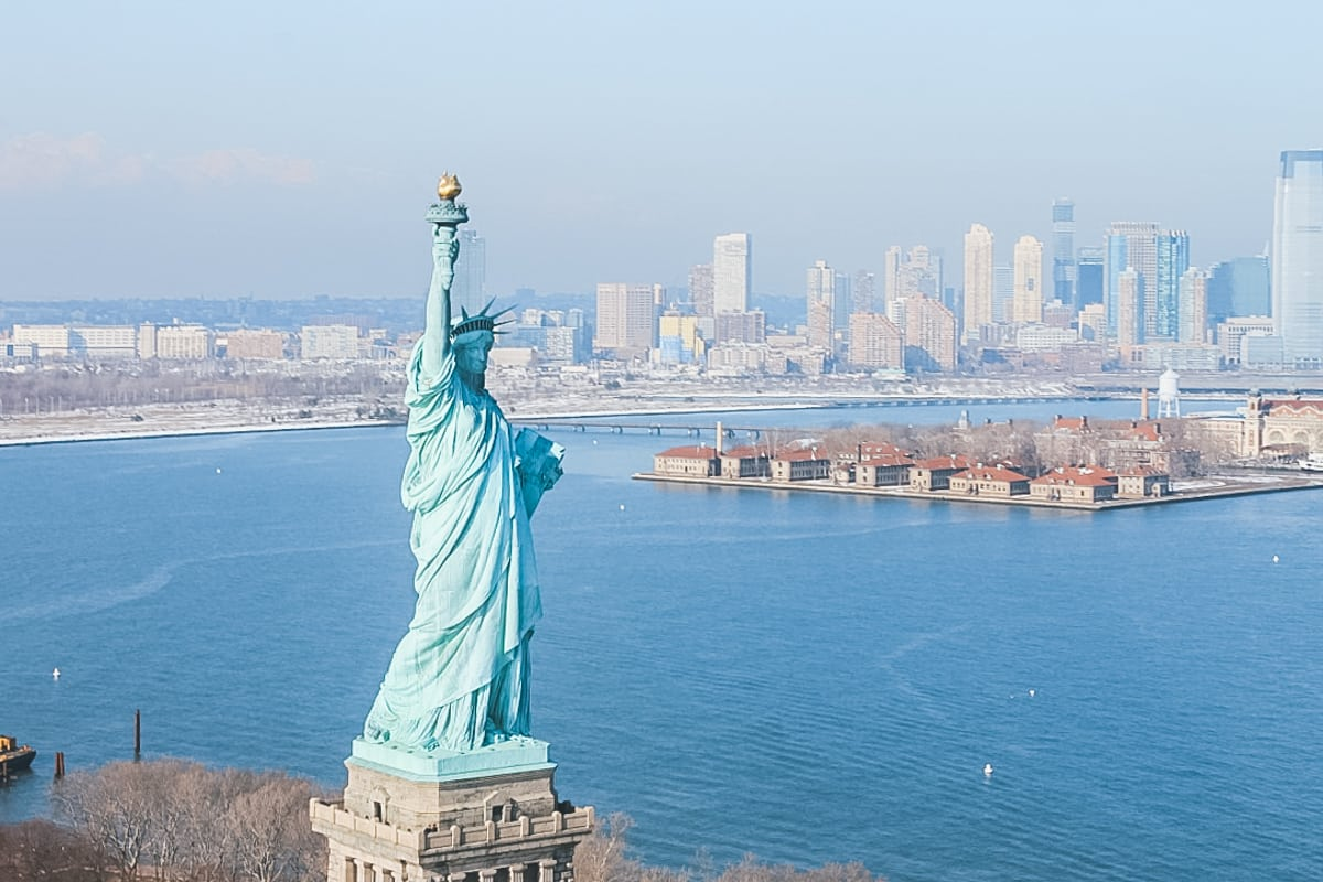 statue port hélicoptère new york
