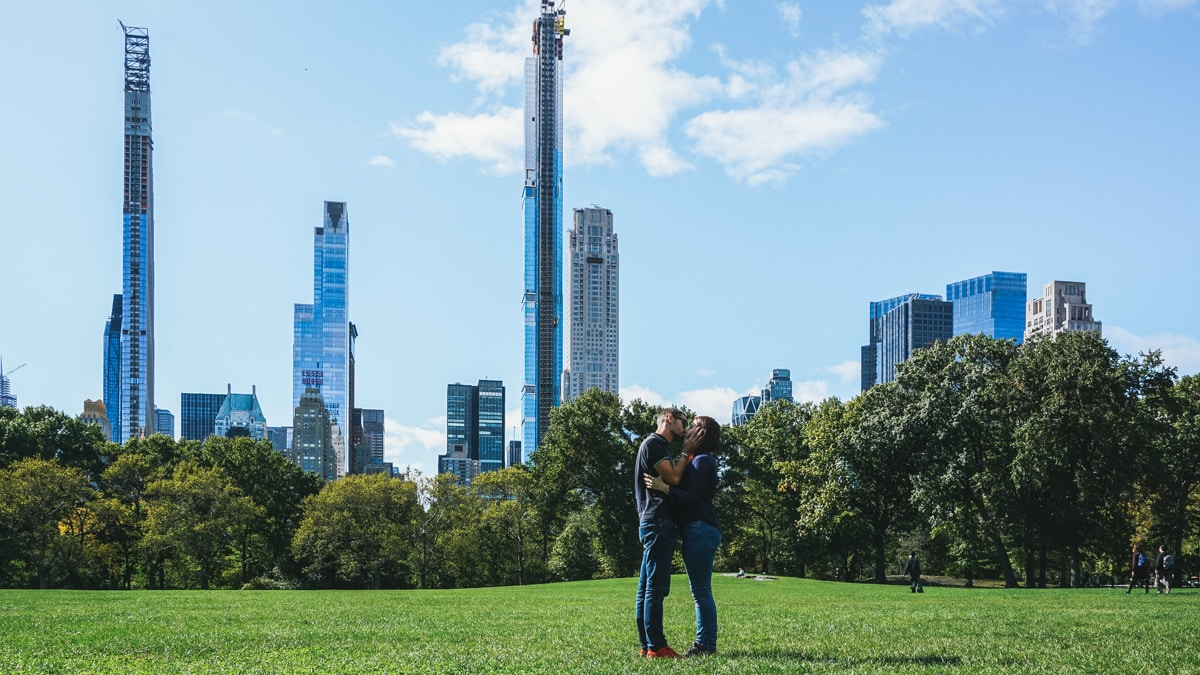 couple building new york
