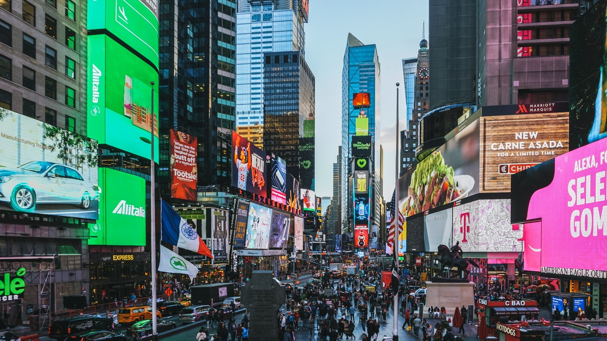 rue foule publicités new york