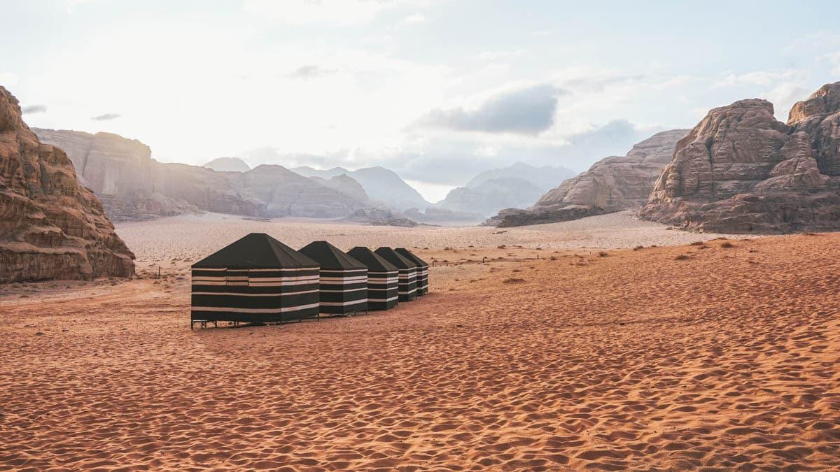 tente désert sable jordanie