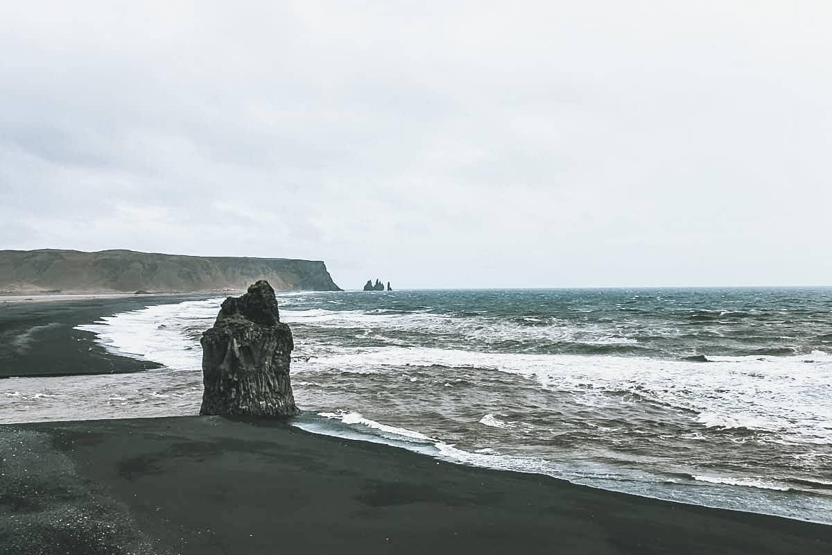 plage noire sable