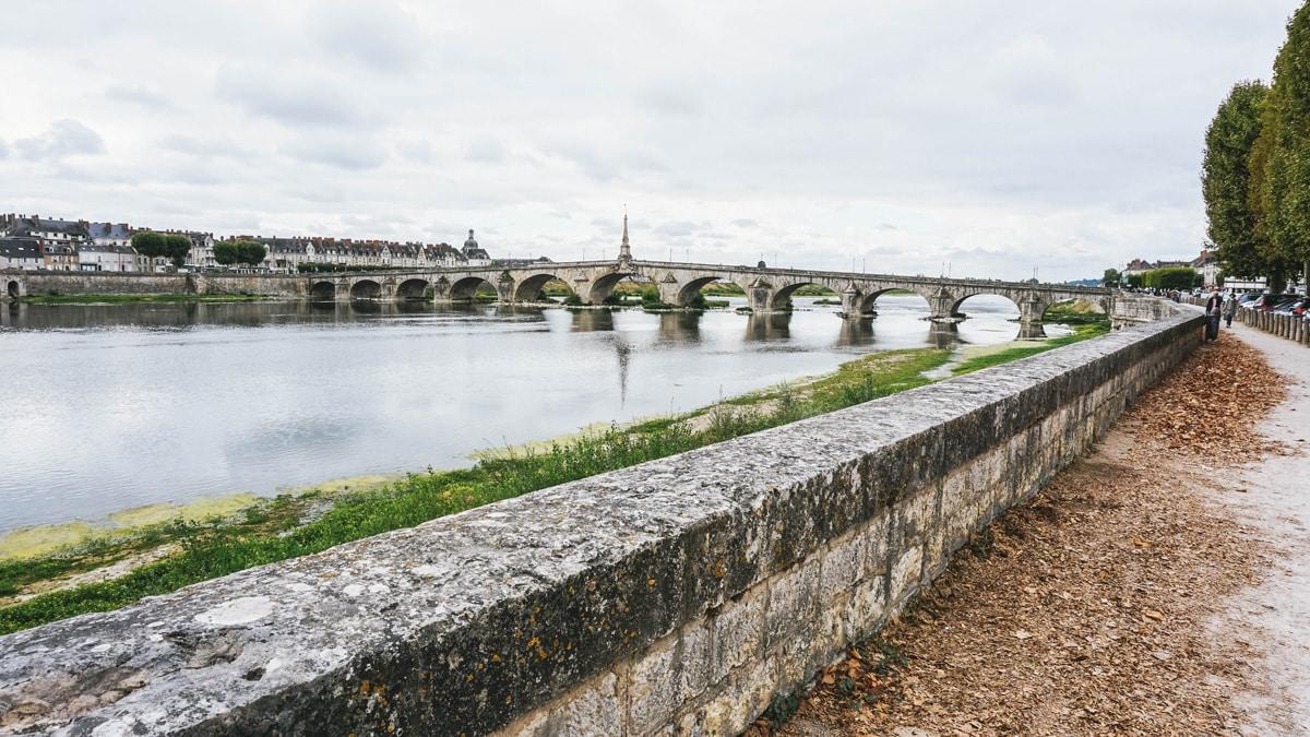 pont loire blois