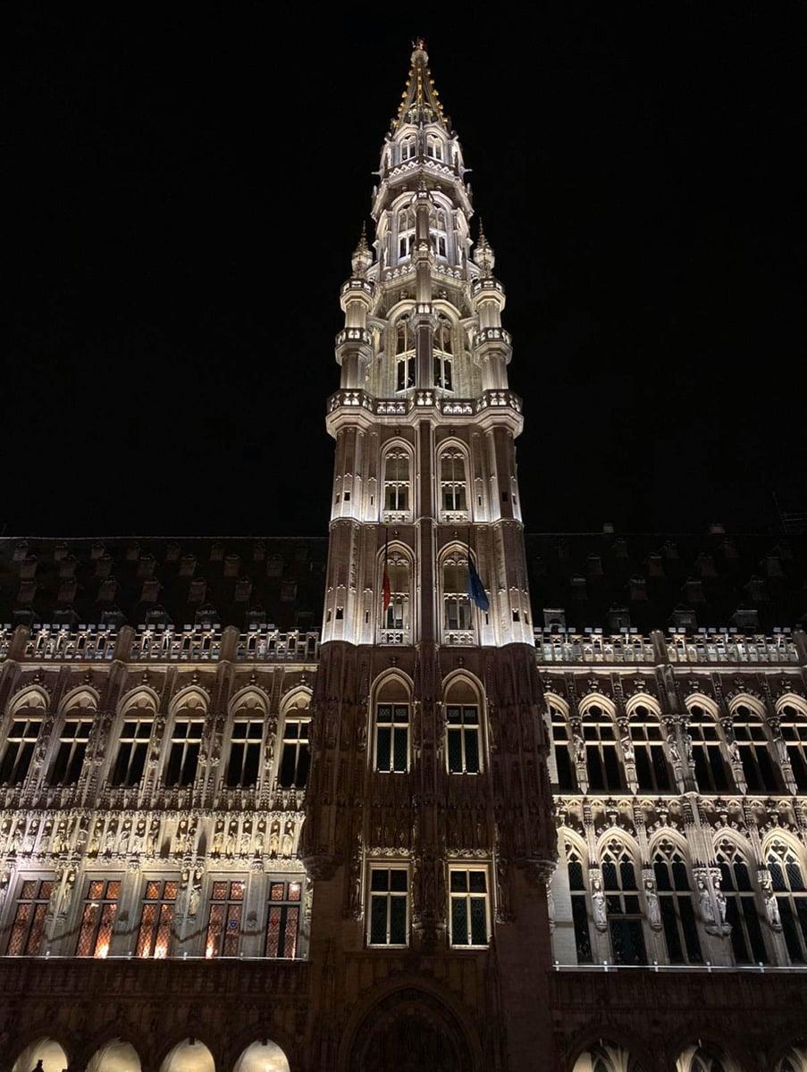 mairie drapeaux nuit belgique