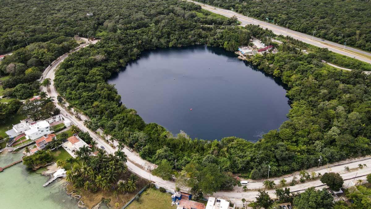 cénote lac eau